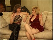 Two older sluts have some sapphic fun