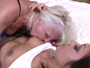 young girl likes mature pussy