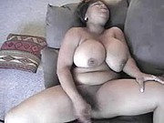 BLACK MAMA WITH BIG TITTIES SELF SERVING HER PUSSY