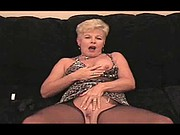 Mature plays and cums